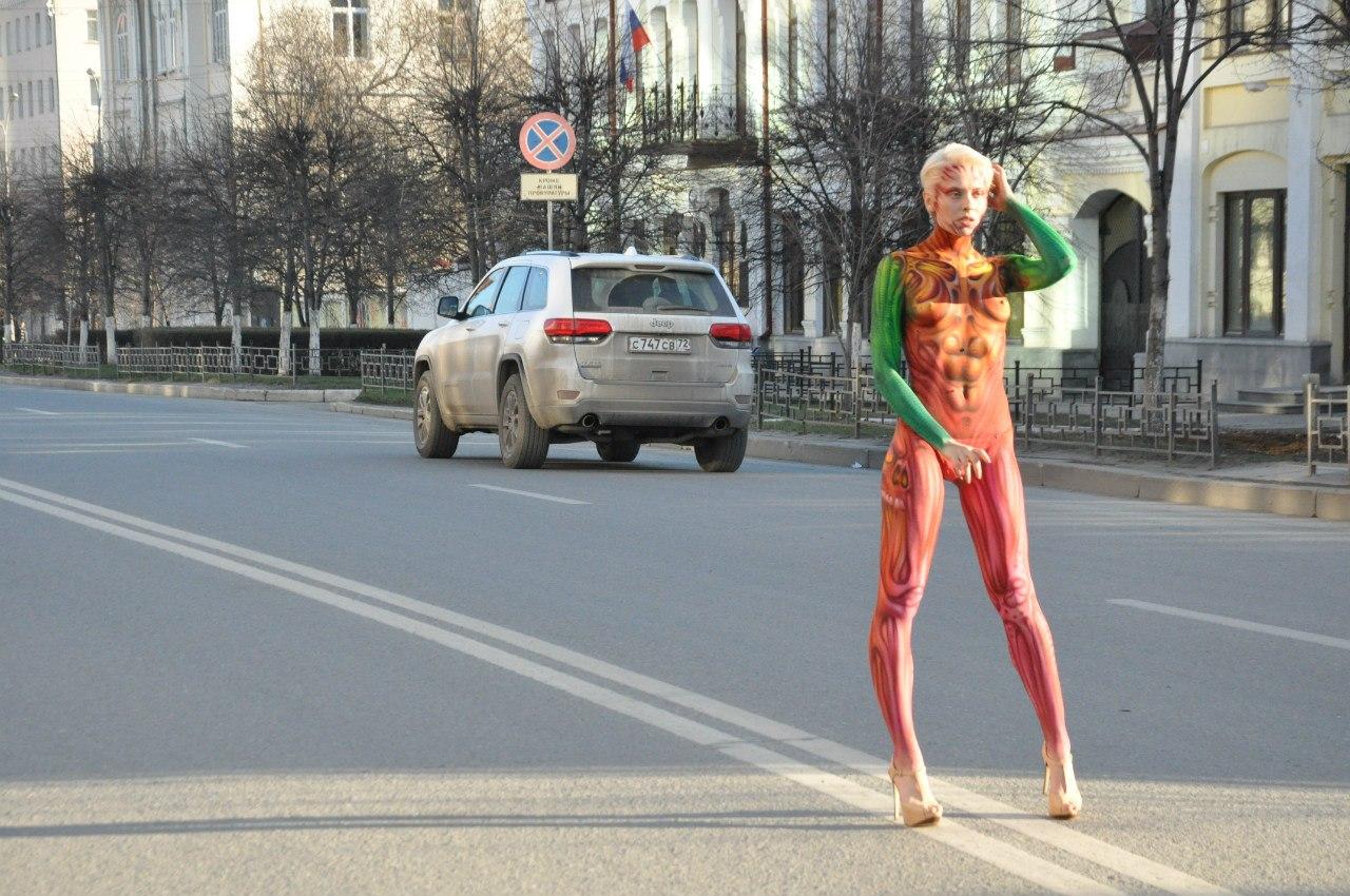 Трансвестит на улице 24 фотография