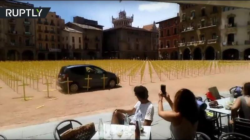 В Испании авто снесло кресты, установленные в поддержку лидеров движения за независимость Каталонии