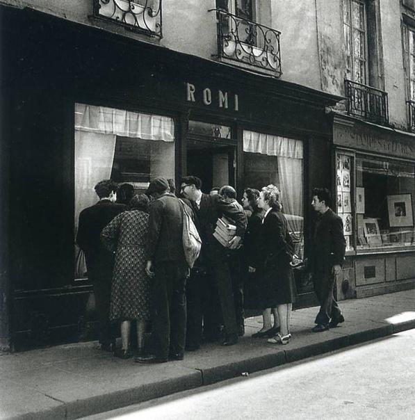 Фото реакций прохожих на картину, Париж, 1948 год.