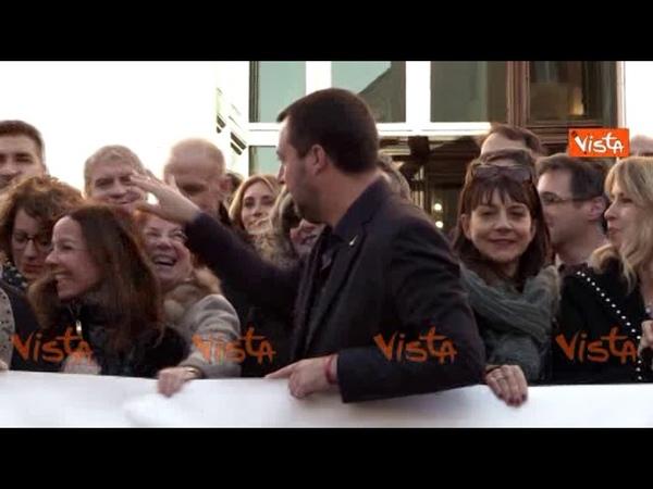 La pacchia è finita, Salvini festeggia il decreto Sicurezza e i deputati urlano: Matteo