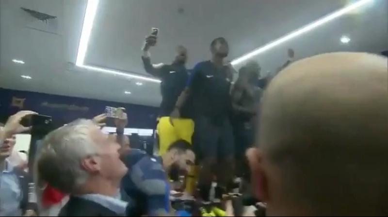 Франция отпраздновала победу в раздевалке