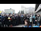 Исполнение гимна перед входом в Запорожскую ОГА 23.02.14