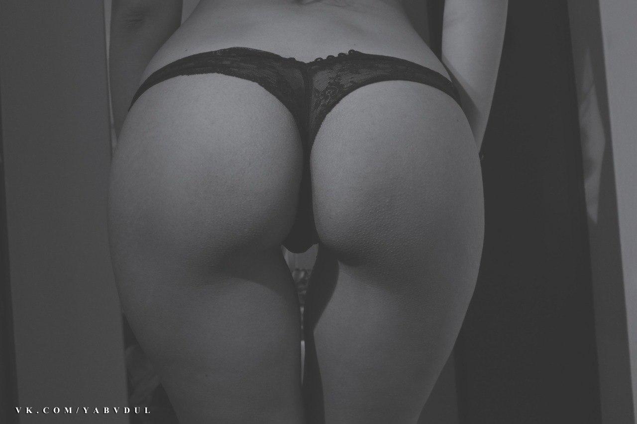 Фото больших негритянских женских жоп в белых стрингах 10 фотография