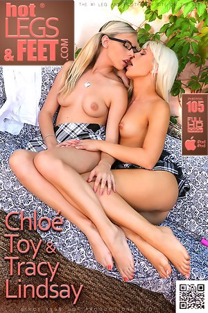 Я с удовольствием осмотрю твою мокрую дырочку Chloé Toy & Tracy Lindsay
