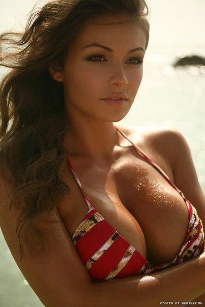 черные точки на груди женской