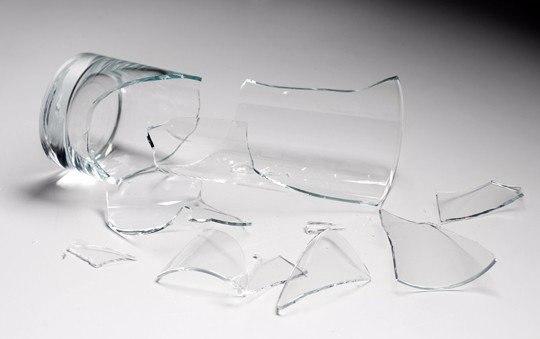 Сон собирать разбитый бокал стеклянный