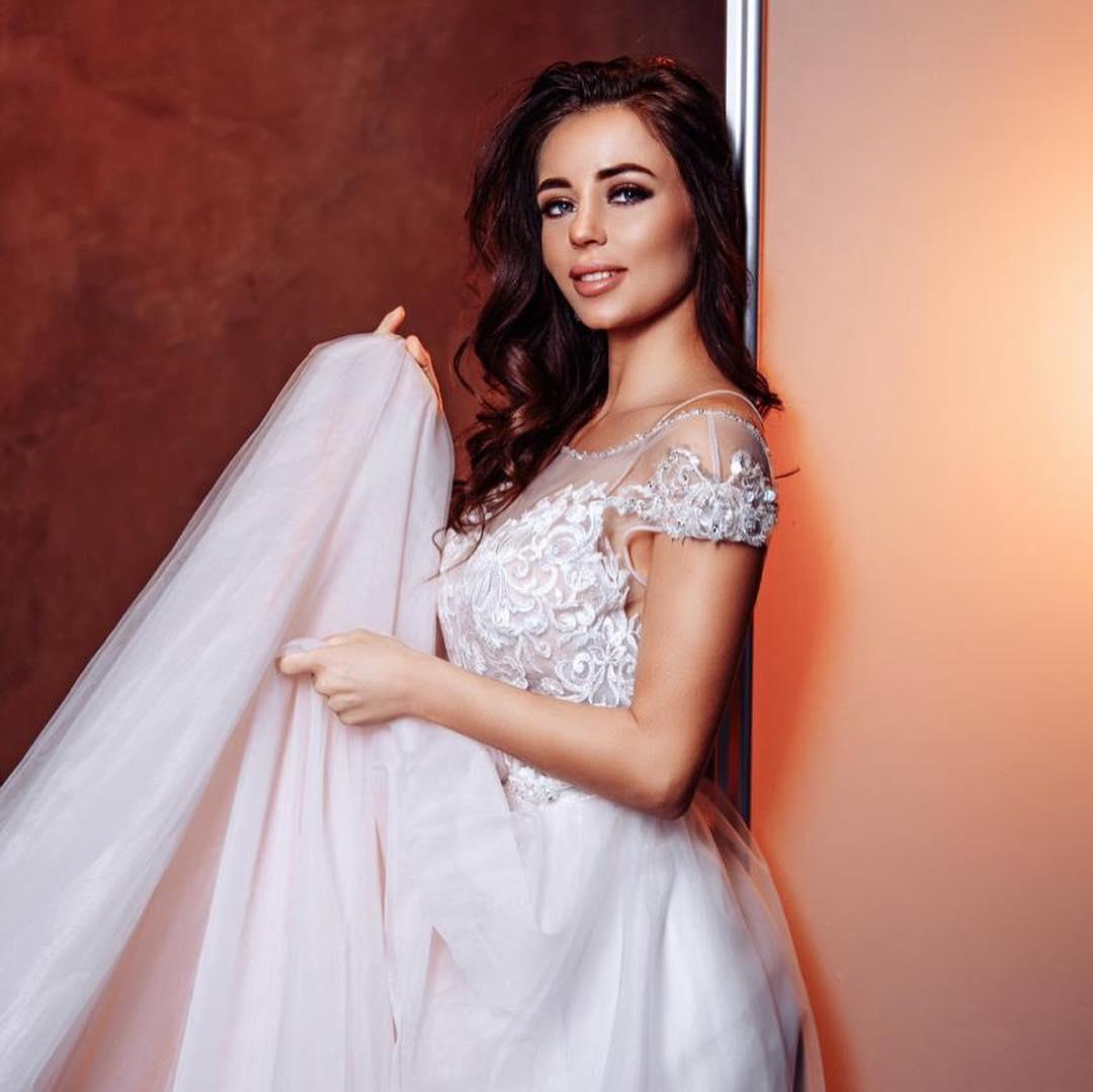 Невеста свадебного центра «Вега» в платье Valencia Rose