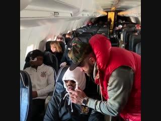 Андрей Арловский и Джон Джонс во время перелёта из Вегаса в Лос-Анджелес #ufc232