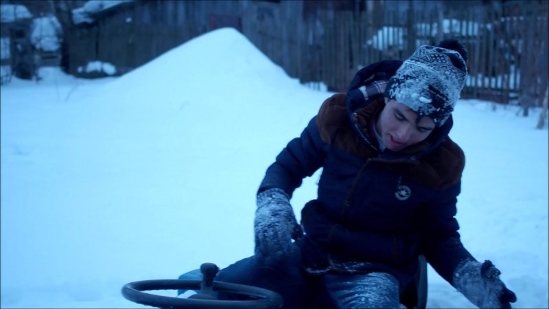 Захарыч пашет зимой на тракторе
