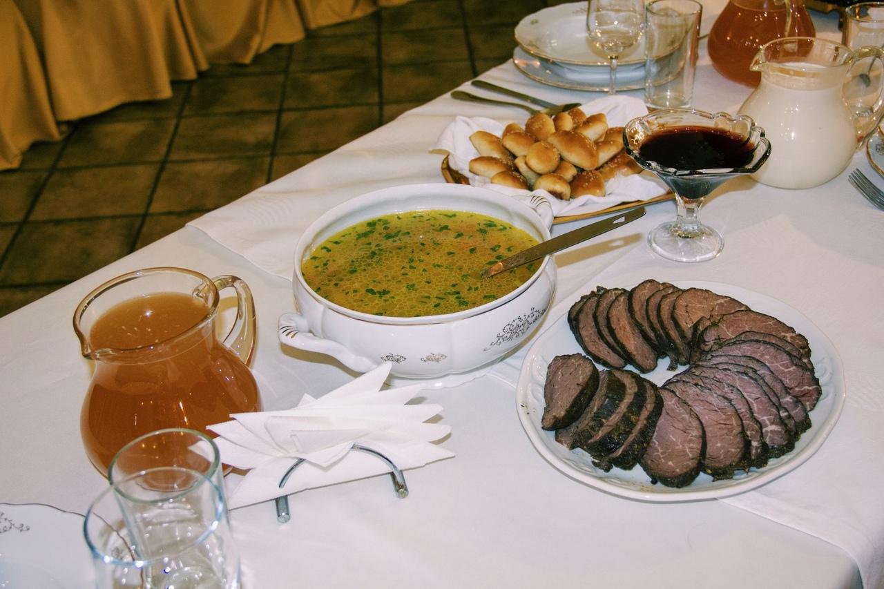 Курским студентам показали, как готовят обед Фета