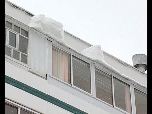 Уголовное дело завели по факту падения снега на челнинку