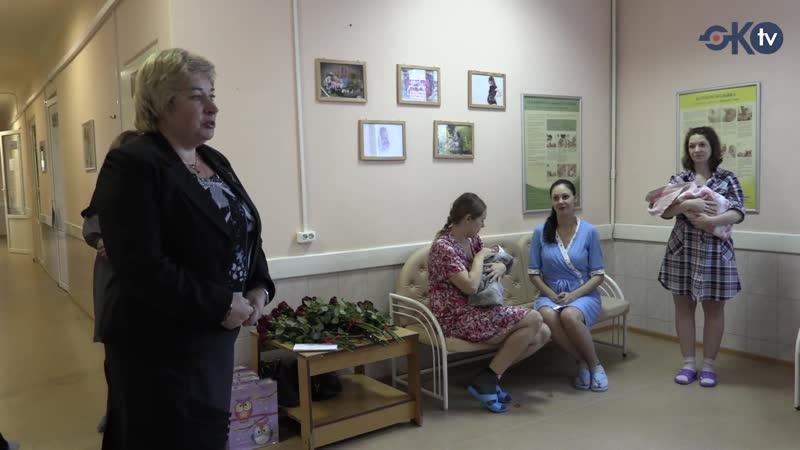 В Колпинском районе поздравили мам, родивших детей накануне Дня матери