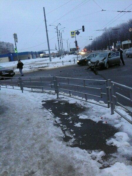 На Маршала Жукова произошла авария (ФОТО)