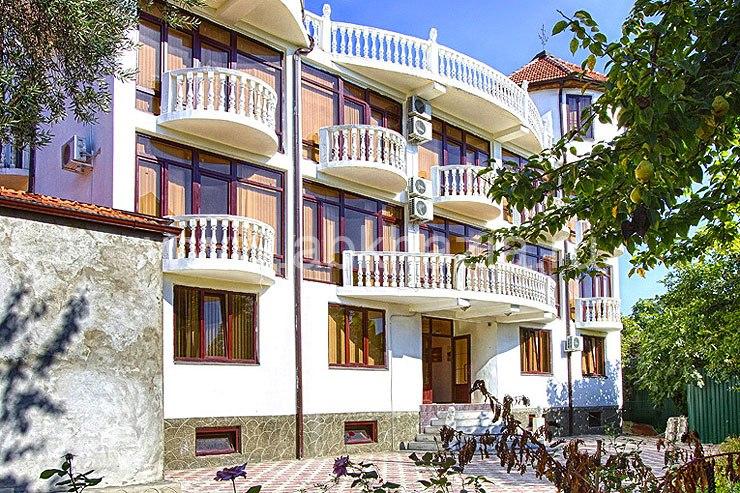 Отель в остров Афон у моря