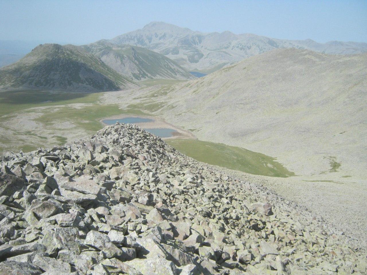 между пиками гор Абули и Самсари
