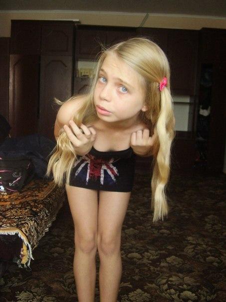 vk little girl tongue download foto gambar wallpaper