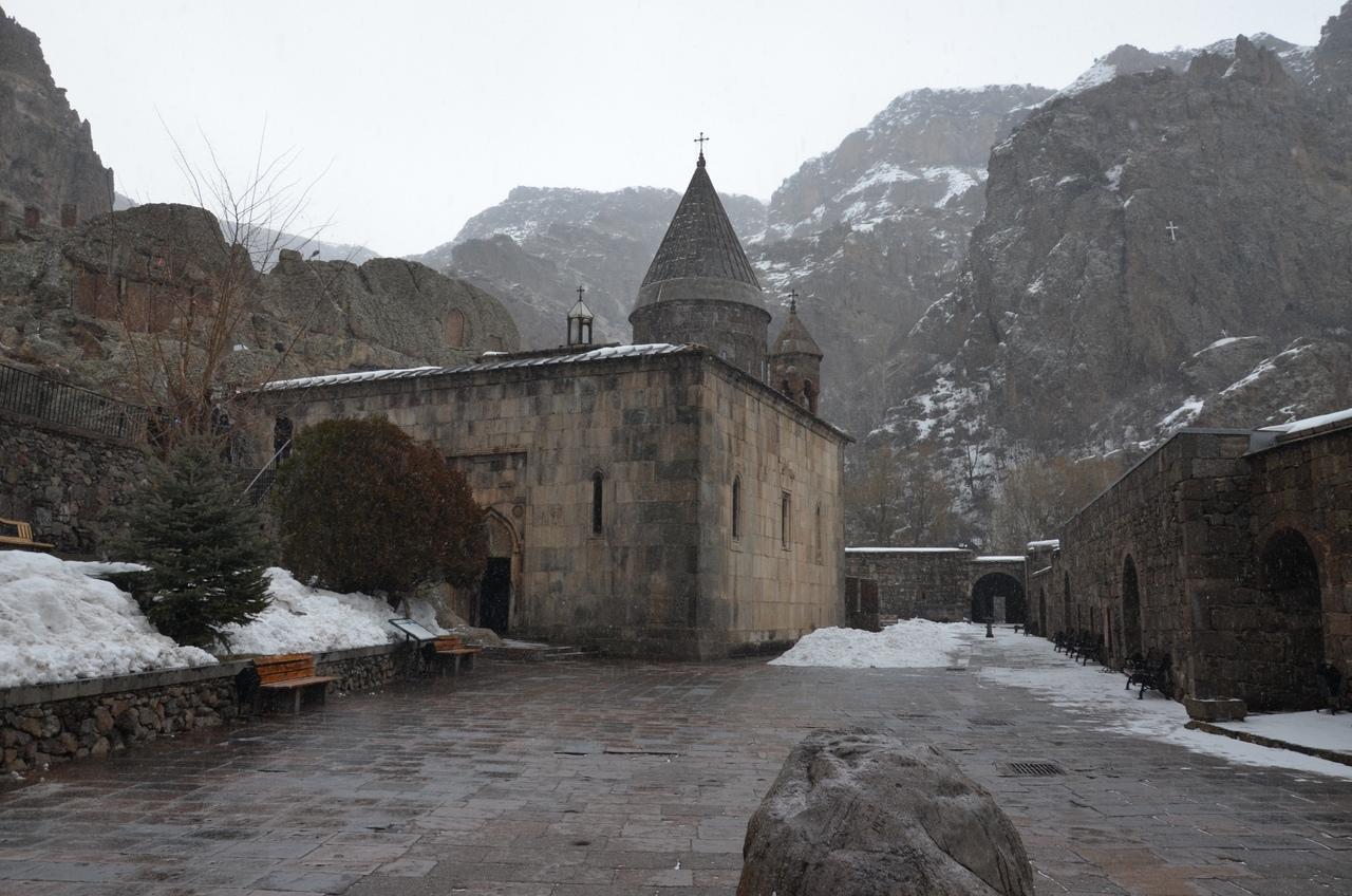 4kXirIRqiMU Монастырь Гегард в Армении.