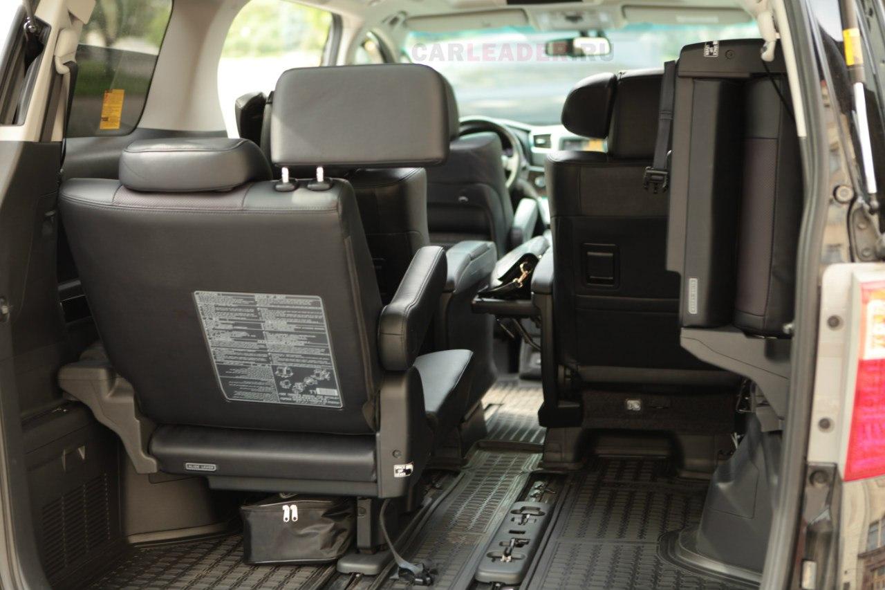 Третий ряд сидений Toyota Alphard 2013