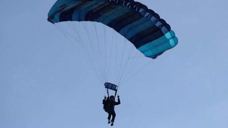 Долгожданный прыжок с парашютом. Подарок Тёме