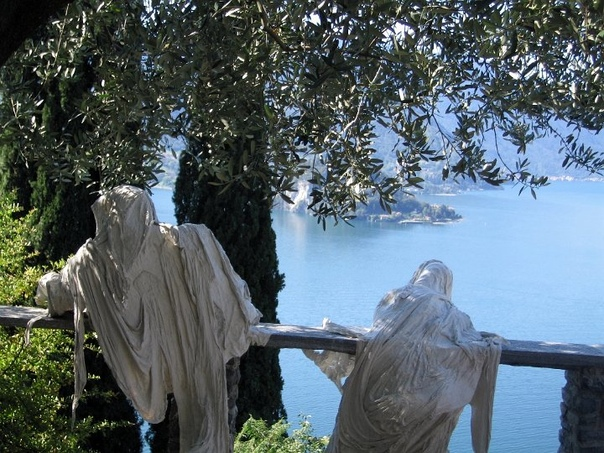 Привидения замка Вецио на озере Комо (43 фото)