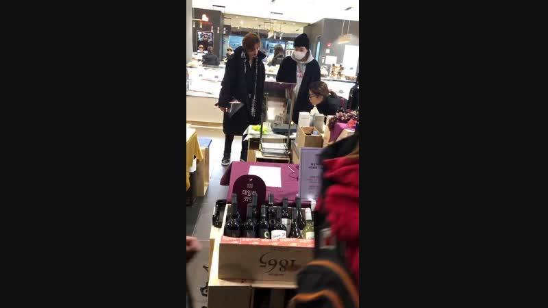 [190113] Сонгю и Дону покупают вино.