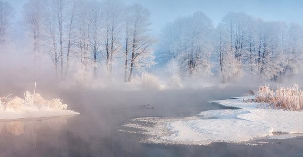Белорусский фотограф Алексей Угальников купил свою первую камеру , чтобы снимать рыбалку, но затем обнаружил в себе талант к созданию утренних