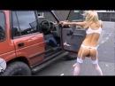 Голая блондинка стреляет на улице DONEXSHOP.COM