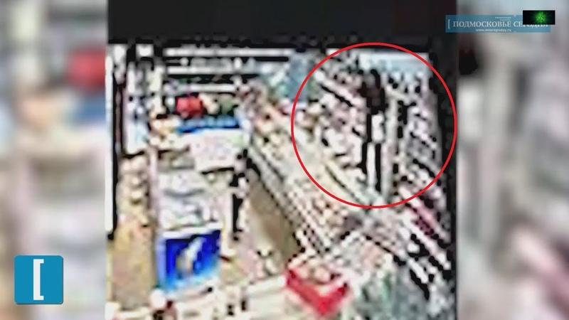 Буйная женщина разгромила магазин на глазах у маленького сына в Подмосковье