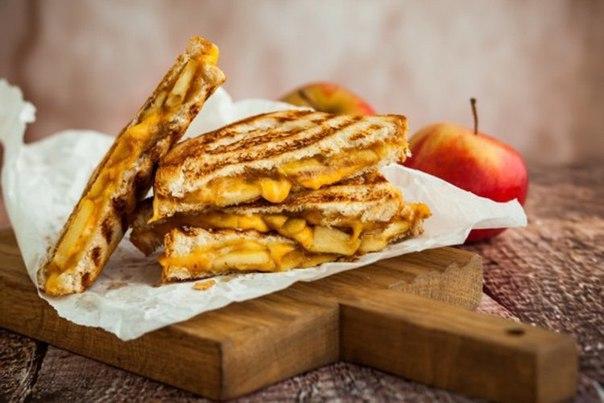 Гренки с яблоками: ТОП–3 идеи для завтрака