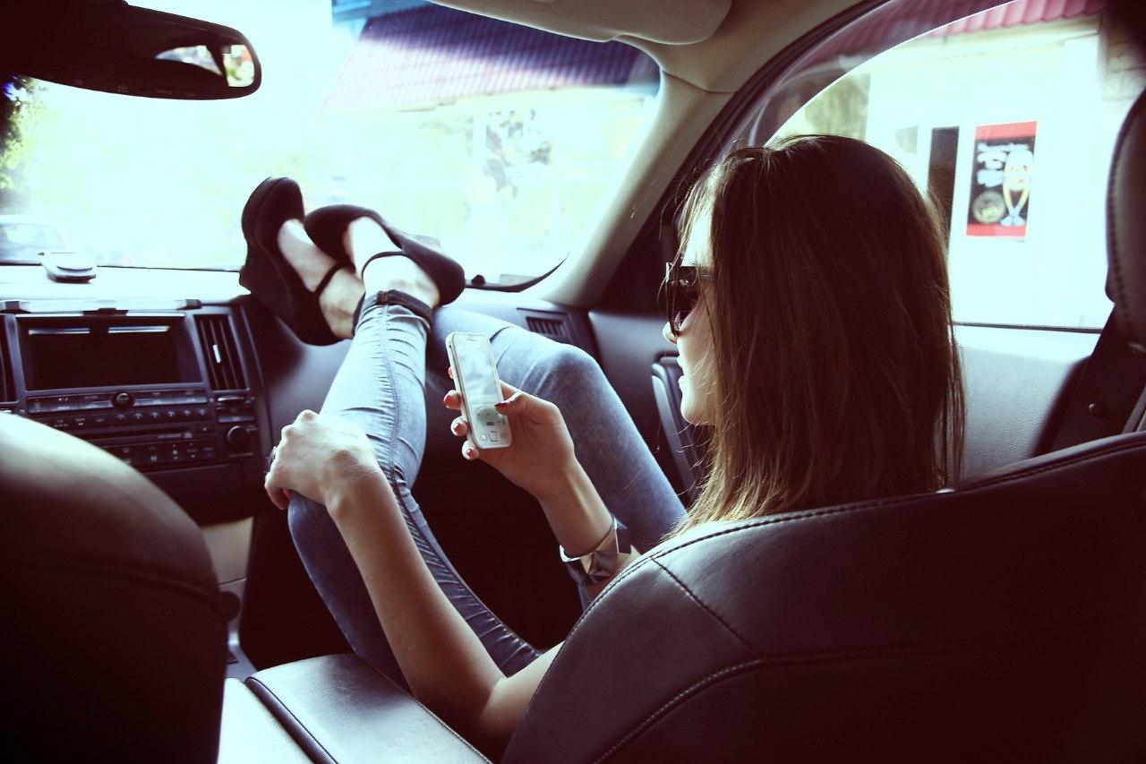 Фото девушка с парнем в машине 1 фотография