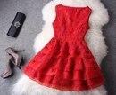 Красное платье идет не всем женщинам на свете, но нравится всем мужчинам.