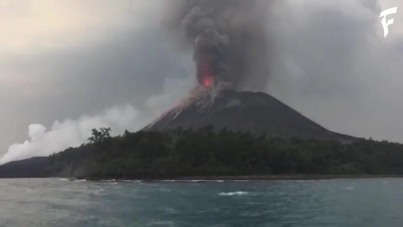 Извержение вулкана Кракатау, Индонезия