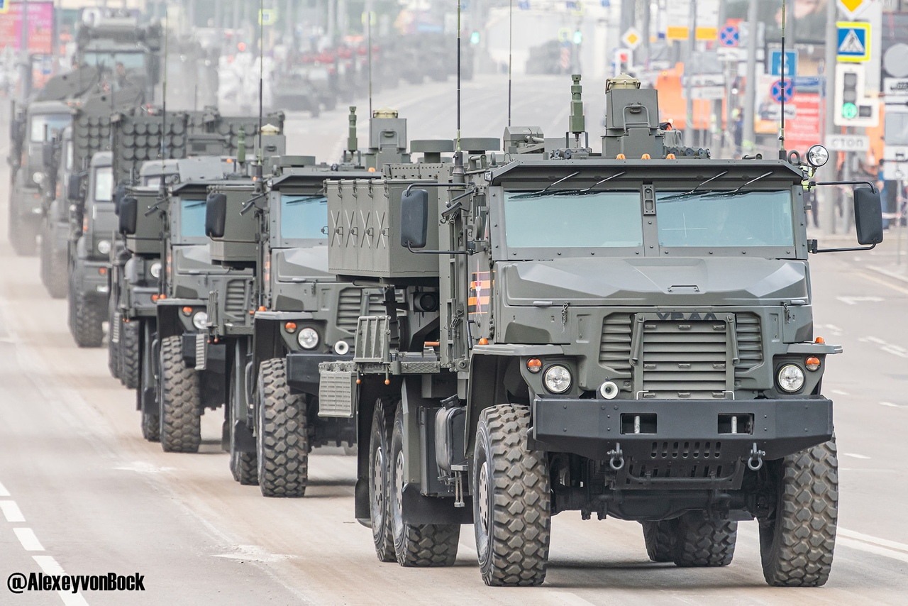 الدفاع الروسية تنشر صورا للعرض العسكري التجريبي الخاص باحتفالات عيد النصر BOq8CkOymdM