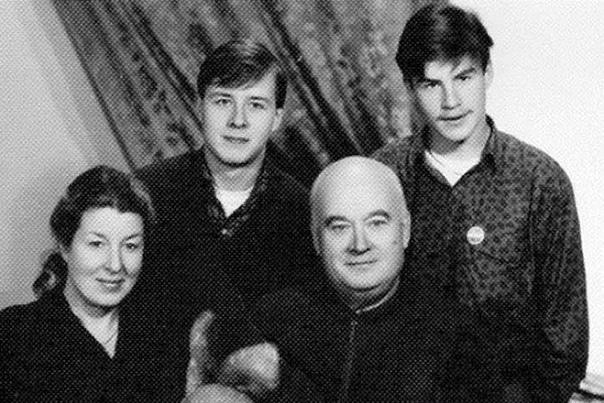 Евгений Моргунов Евгения Моргунова в лицо знает каждый любитель советских комедий, хотя мало кто из нынешней молодежи интересуется, как зовут Бывалого из неразлучной гайдаевской троицы. К