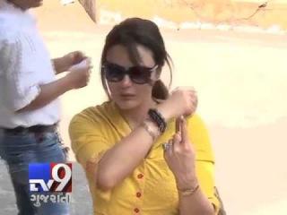 Bollywood actress Preity Zinta casts her vote, Mumbai - Tv9 Gujarati