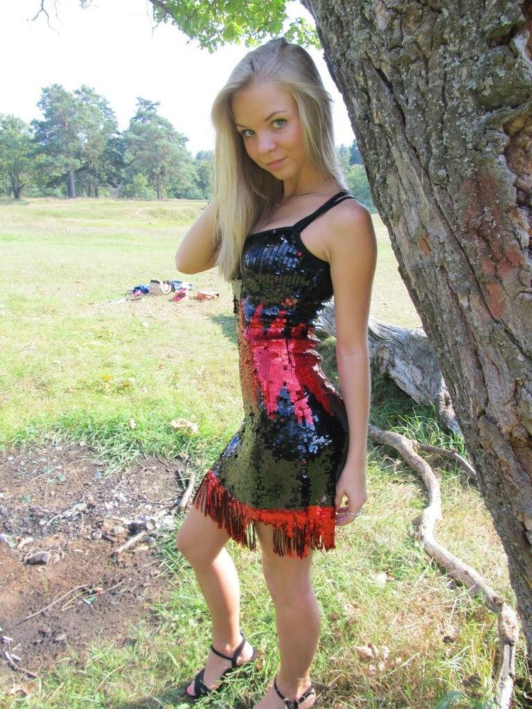 Фото подборка красивых девушек в мини-юбках с контакта VK фото № 22