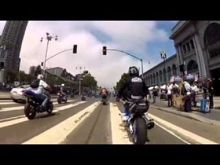 2013 Crazy Motorcycle Stunts And Police Chases - Cop Car Chasing
