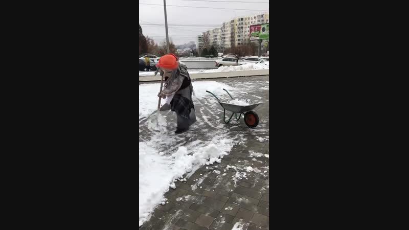 Галамартовна Рулит) Сказочные персонажи борятся со стихией))