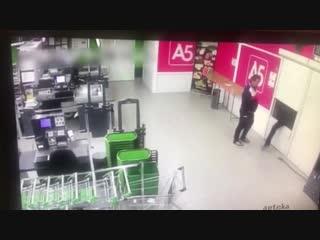 Охранники грабят магазин (Подслушано в X5 Retail Group | Сотрудники)