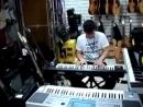 Продавец жжёт синтезатор YAMAHA KORG
