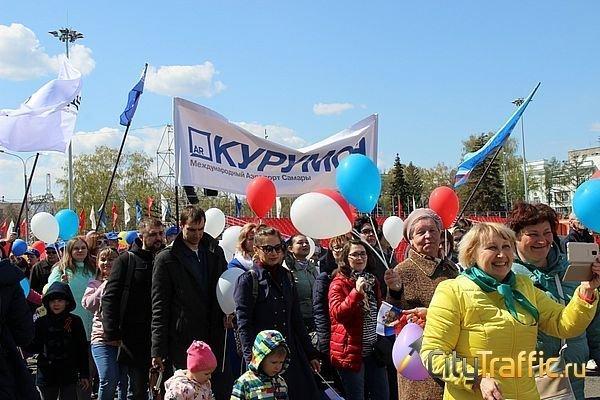 В Самаре по площади Куйбышева прошла многотысячная колонна и станцевала тяжелая техника
