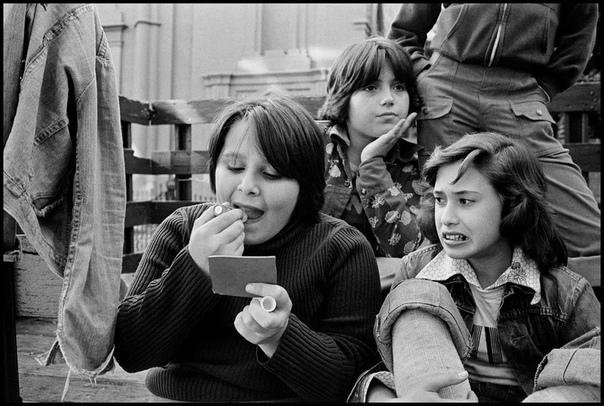 Девочки-подростки с Prings Street
