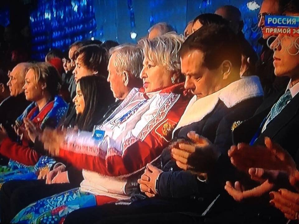 Фотофакт: Дмитрий Медведєв заснув під час відкриття Олімпіади