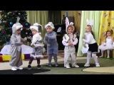 Детские танцы в саду! Очень смешно!
