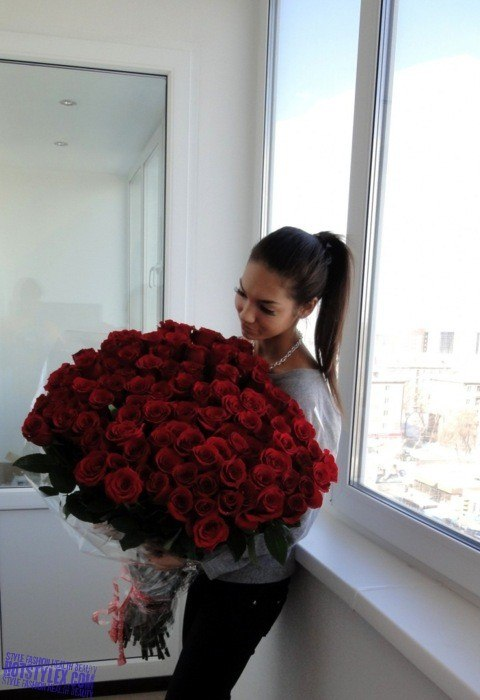 девушек с розами