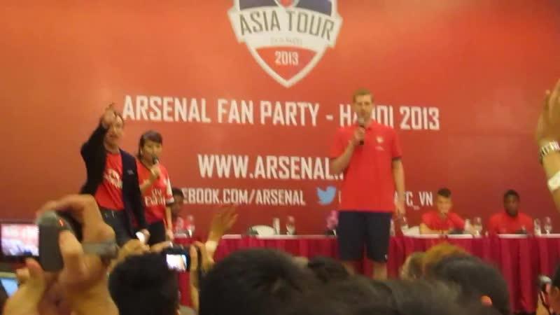 The Gunners sing in Fan Party, Hanoi 2013.