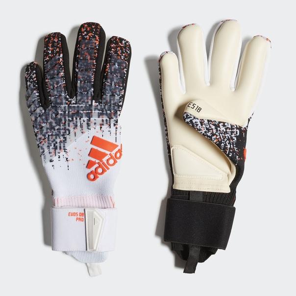 Вратарские перчатки Predator Edwin van der Sar 08 Pro