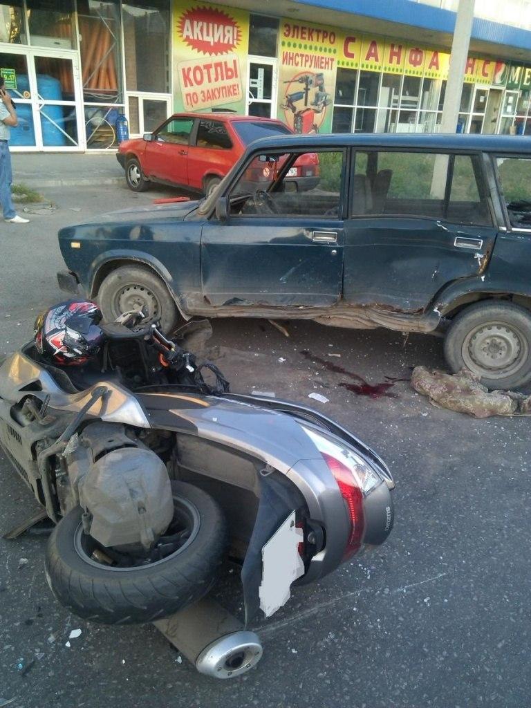ДТП в Таганроге: мотоциклист на Suzuki врезался в «ВАЗ-21043»