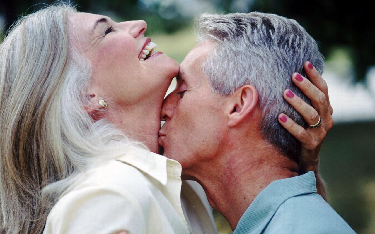 через сколько после знакомства целоваться