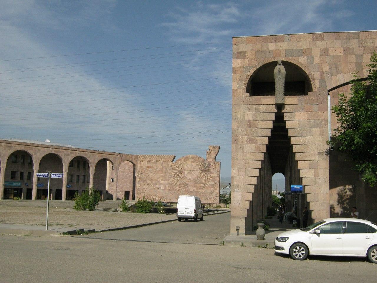 Памятник землетрясению в Спитаке